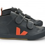 Veja_Small_Botinha_Leather_Anthracite_Geranium_Lateral_Par