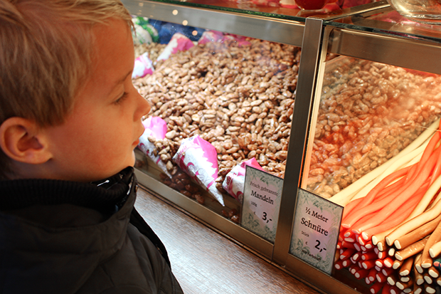 ChristmasMarket_Roasted_Almonds