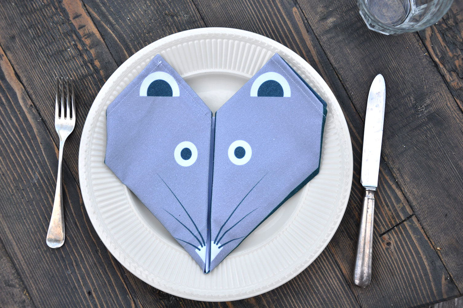 Origami napkin by Lollipop Design (photo Babyccino Kids)