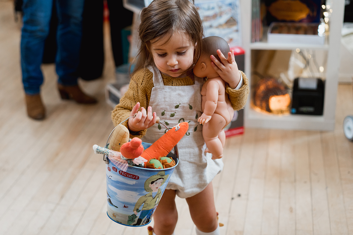 ShopUp London Holiday 2018 girls with doll