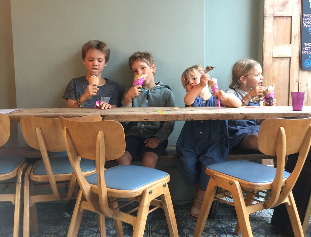 kids eating Ruby Violet ice creams