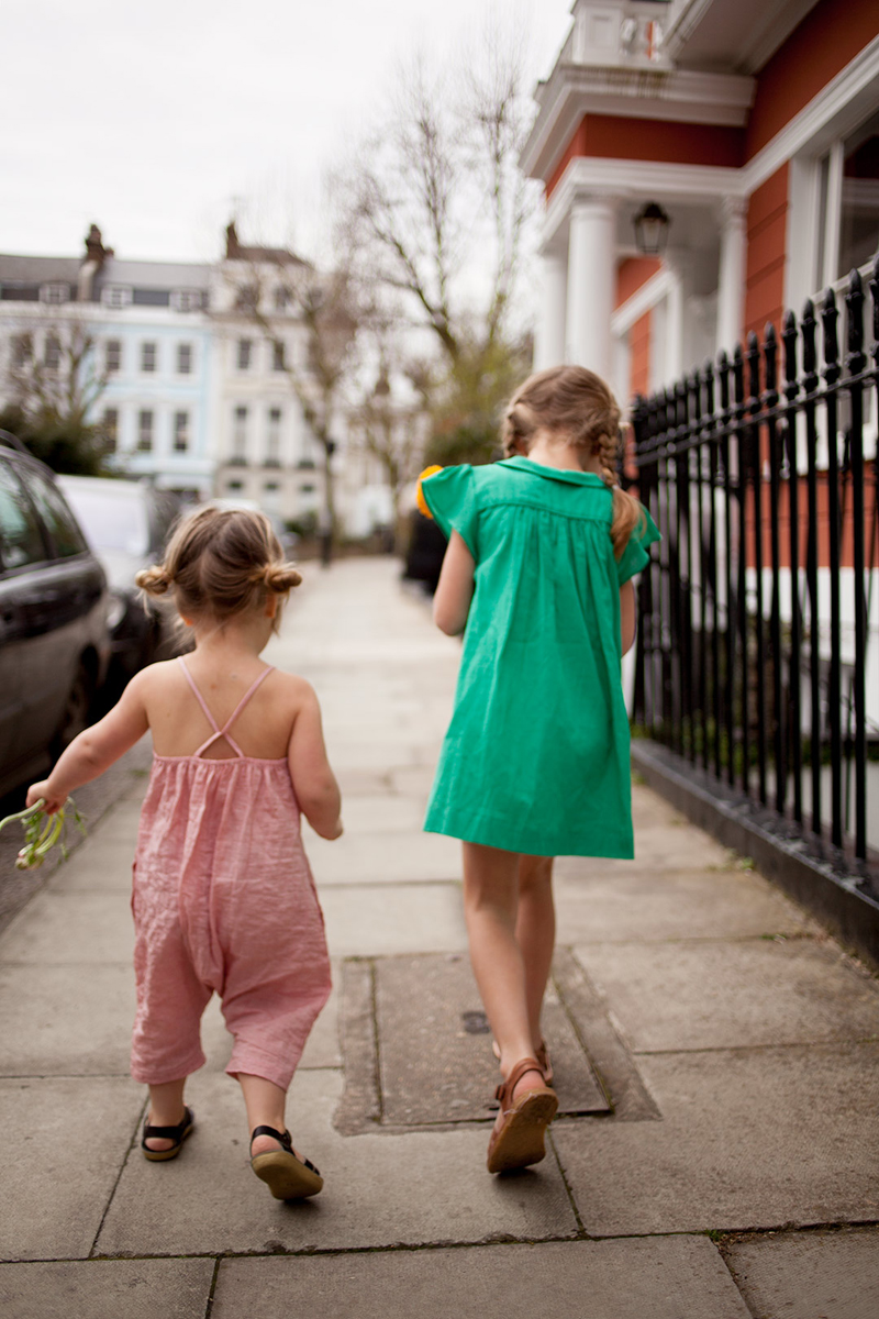 girls outside wearing Soor Ploom