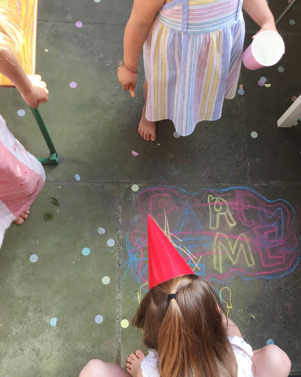ivy's colouring party