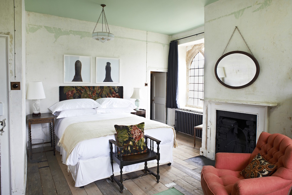 hauser-and-wirth-farmhouse-bedroom