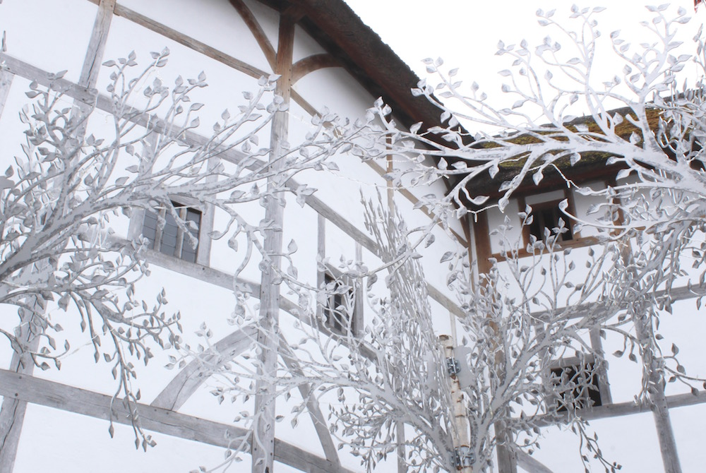 shakespeares-globe-metal-trees