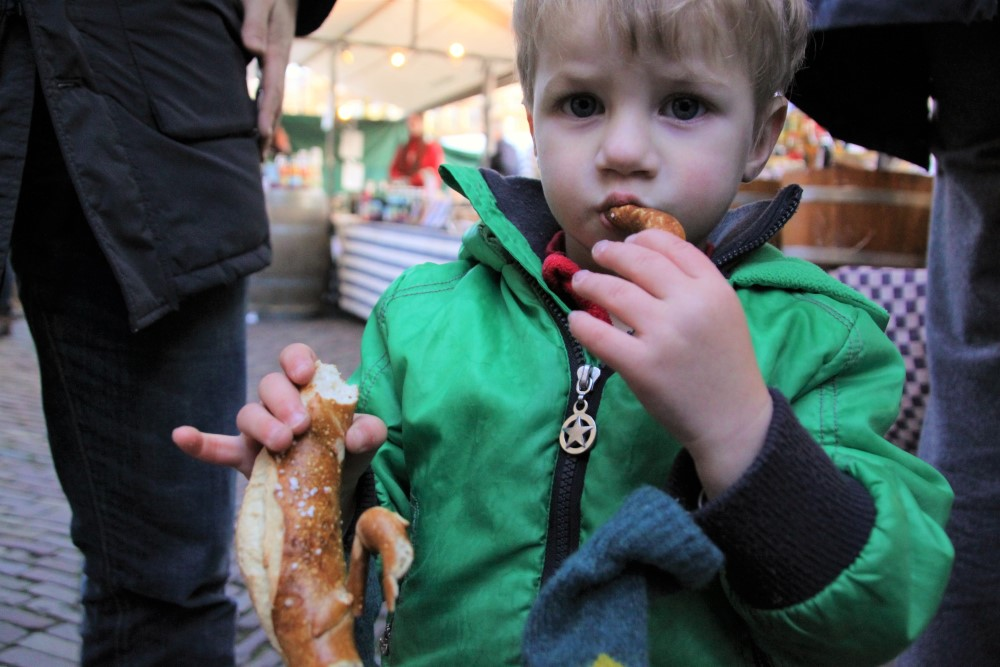 eating-a-pretzel-at-noordermarkt
