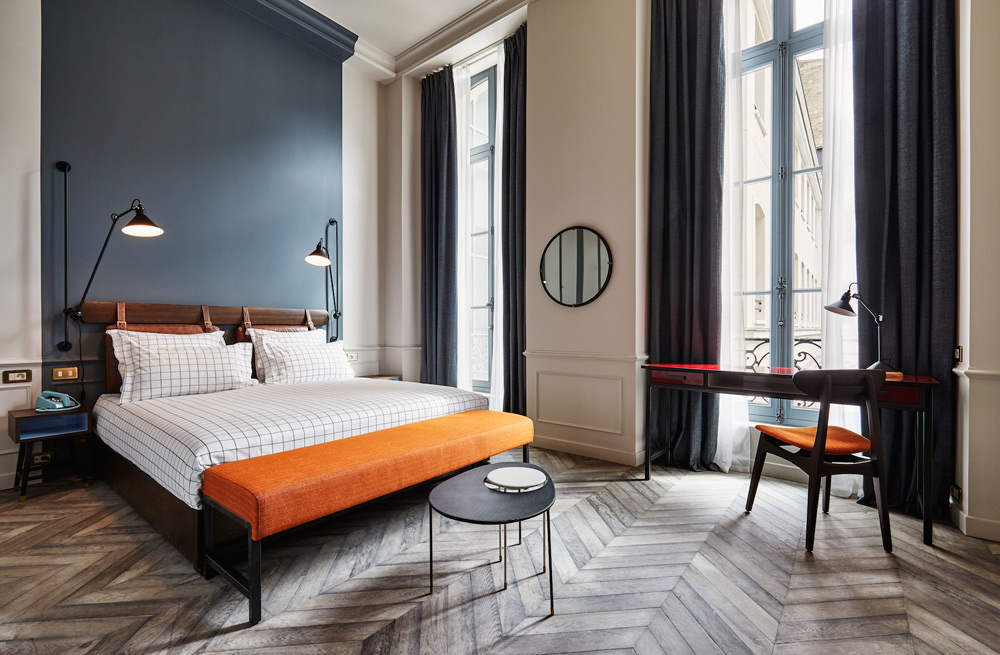 the hoxton hotel paris a beautiful hotel that has it. Black Bedroom Furniture Sets. Home Design Ideas