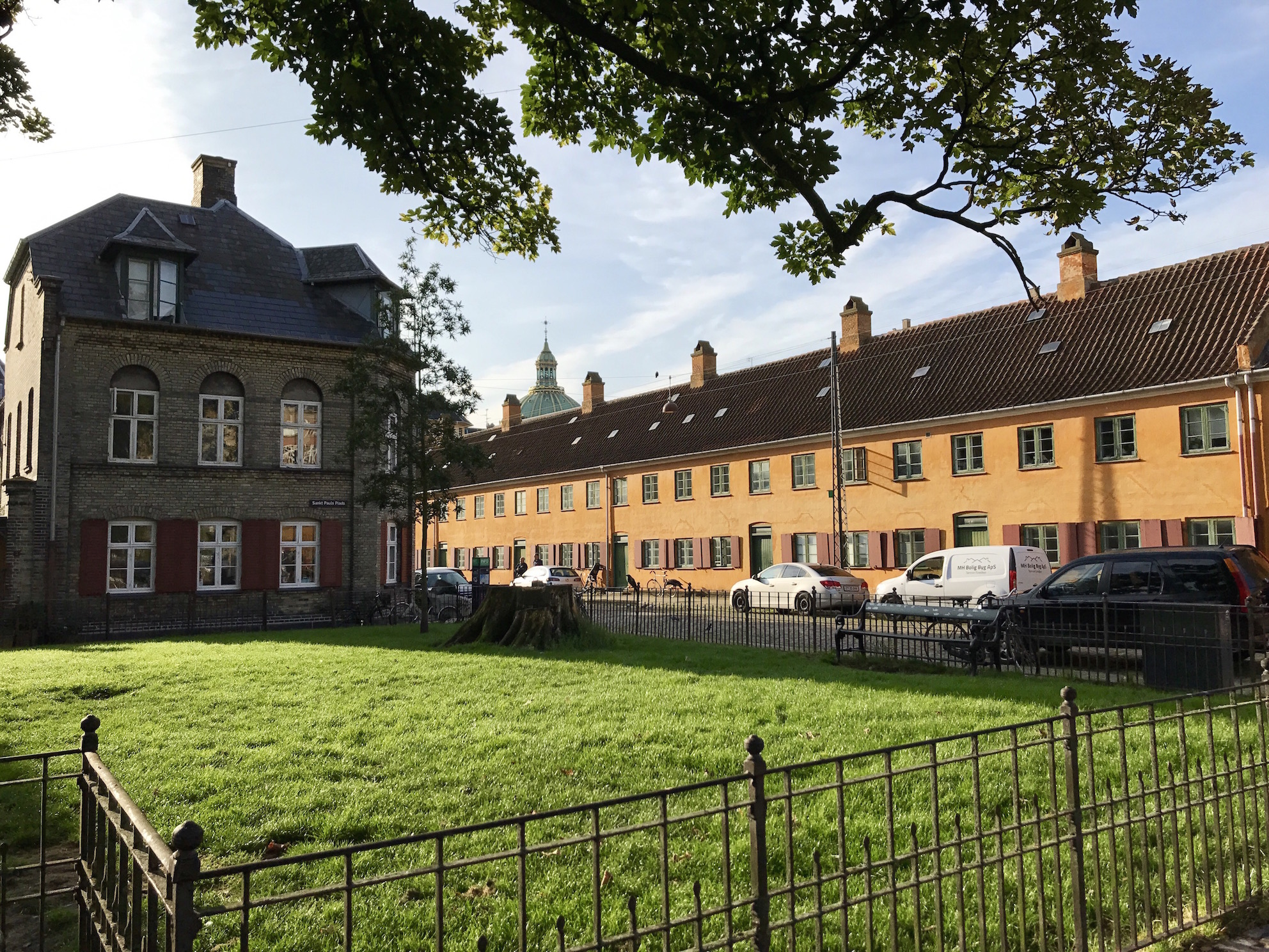The Nyboder District – Copenhagen s little yellow houses all in a