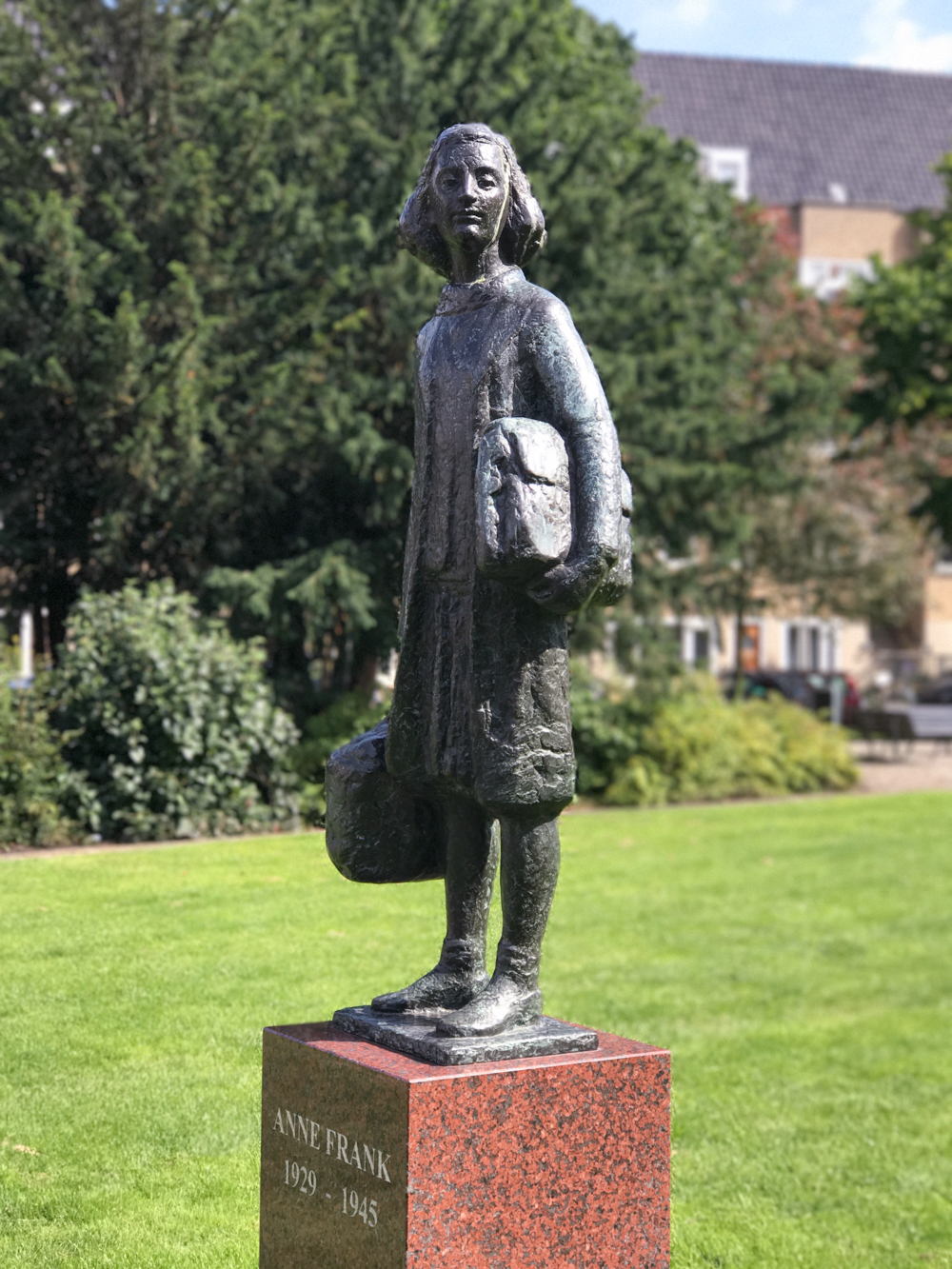 anne frank sculpture