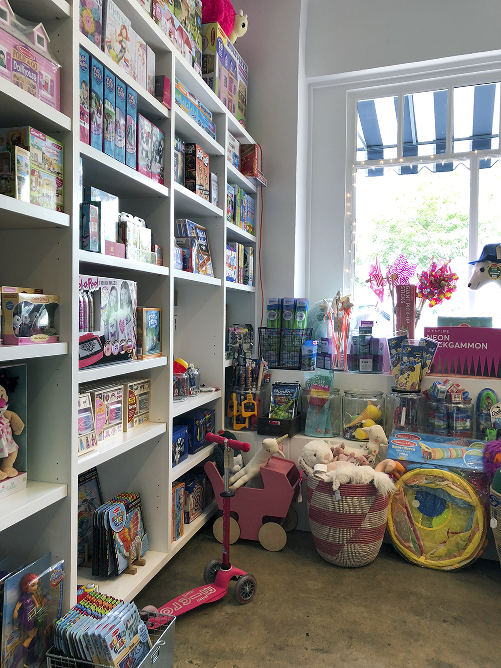 quinnie b a tiny but memorable toy shop in santa monica babyccino kids daily tips children. Black Bedroom Furniture Sets. Home Design Ideas