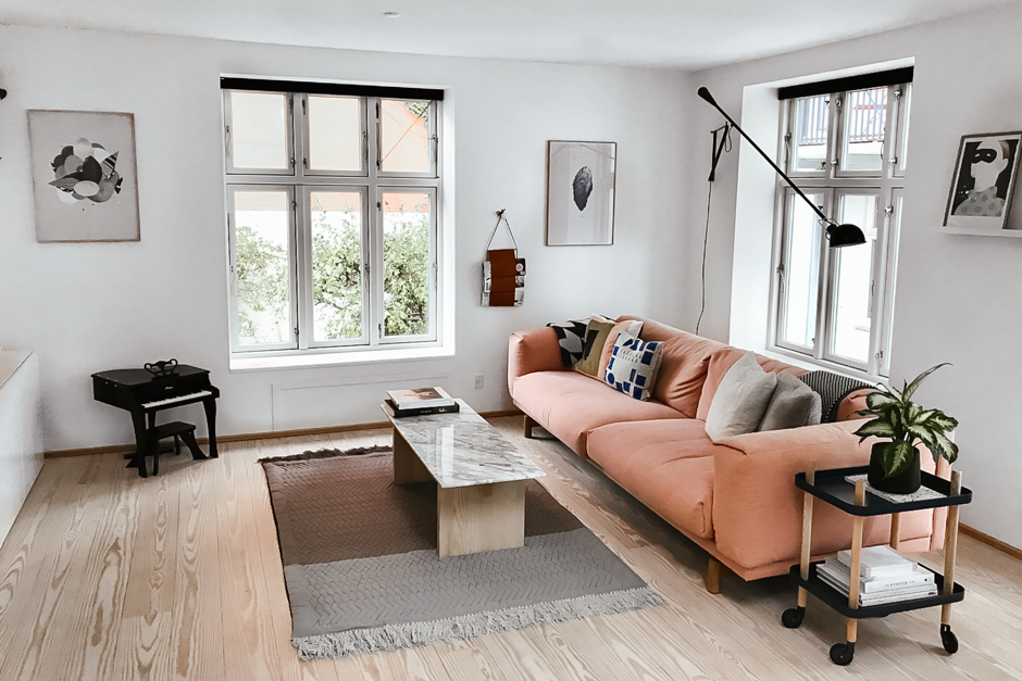 scandinavian-interior-pink-sofa-wood-floors