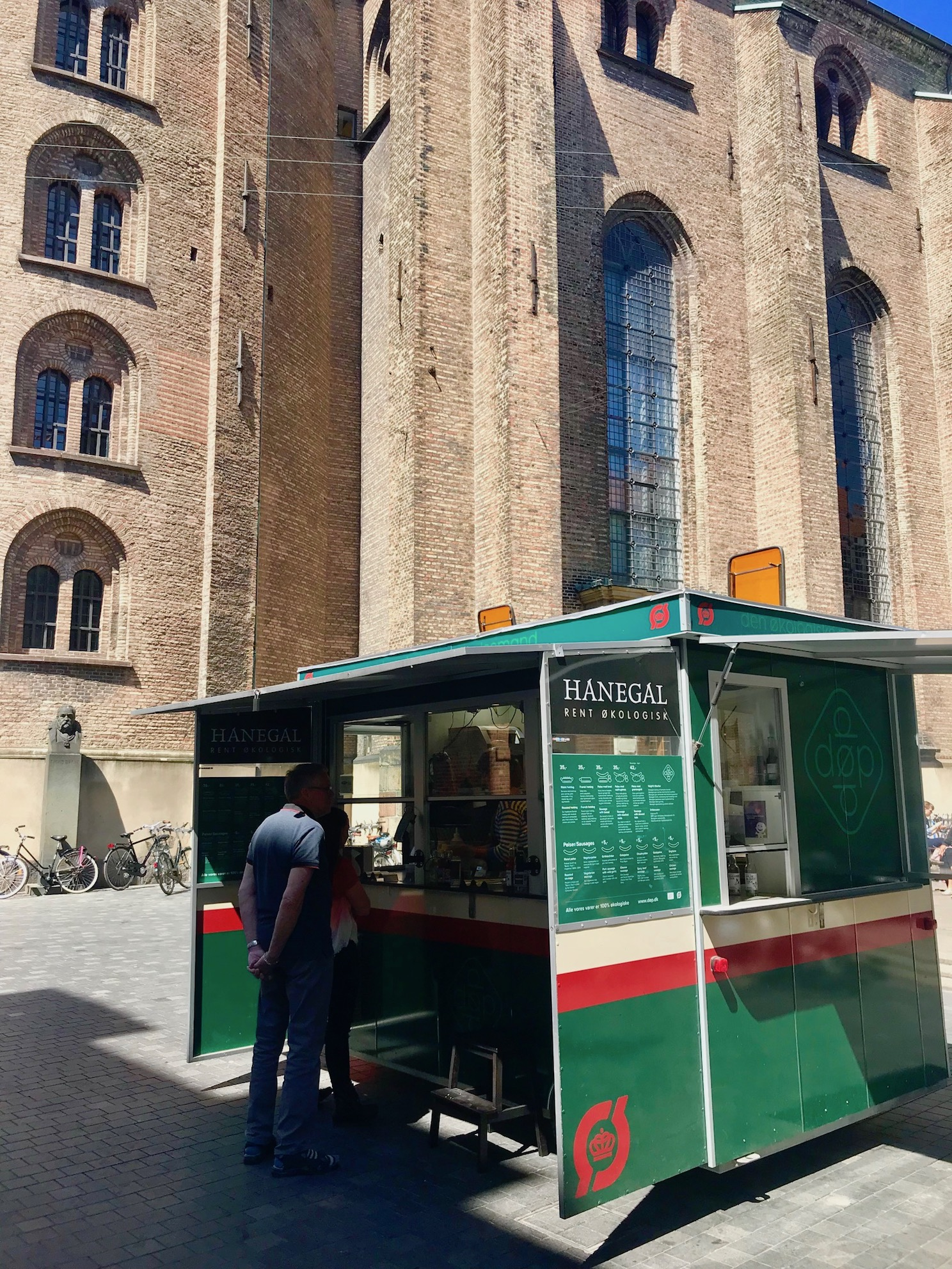 organic-hot-dog-van-copenhagen