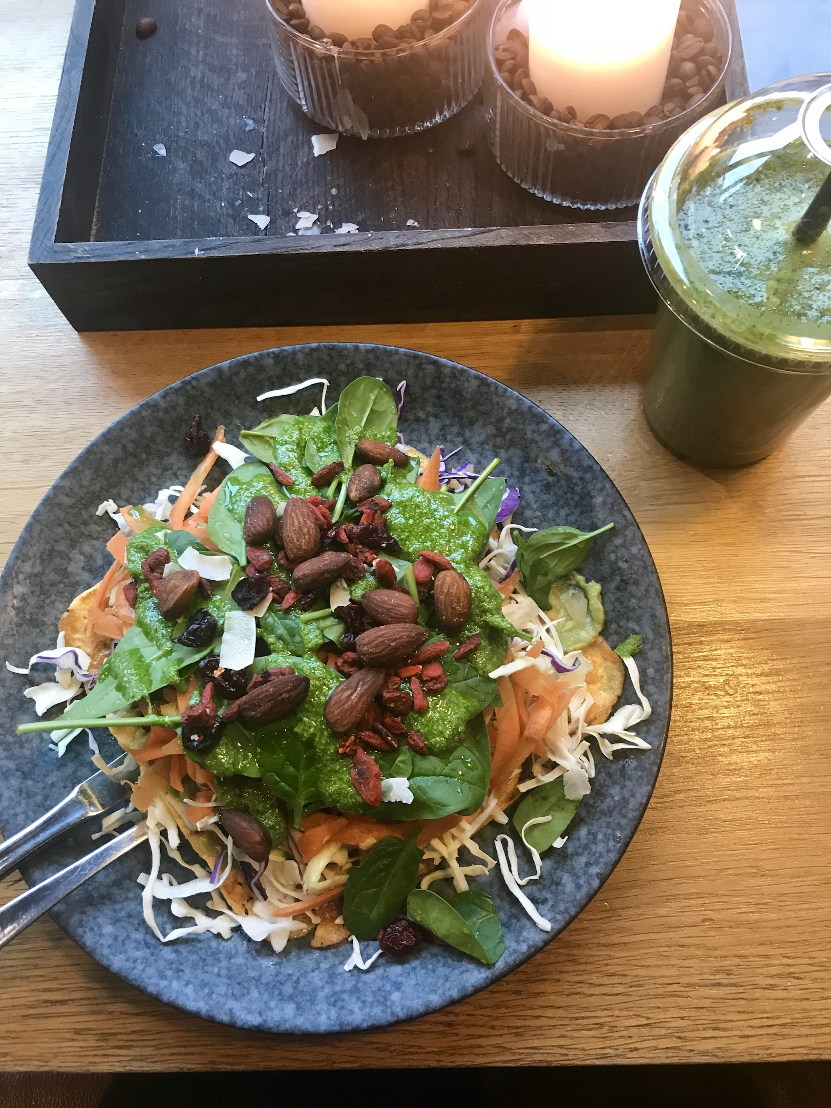 salad-and-green-juice-paleo-copenhagen