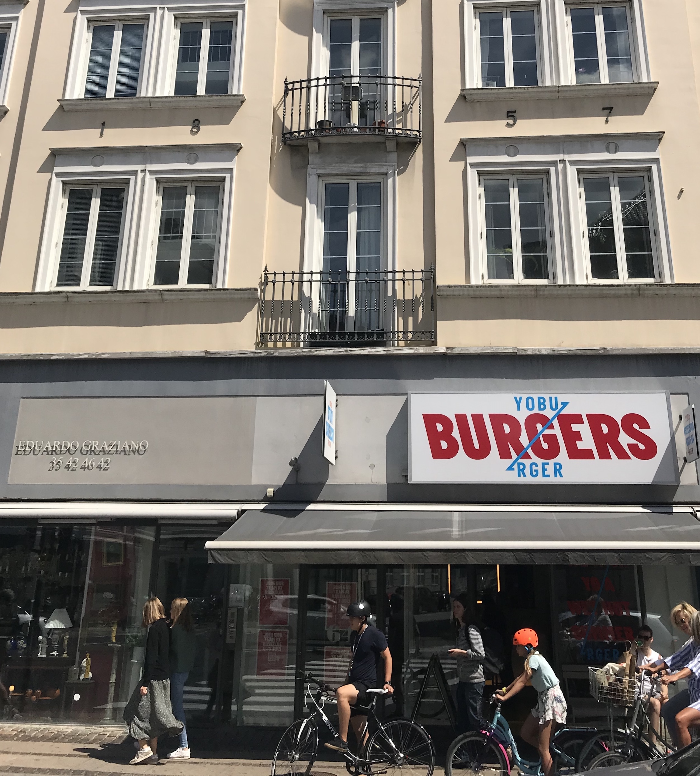 burger-shop-exterior-cyclists-copenhagen