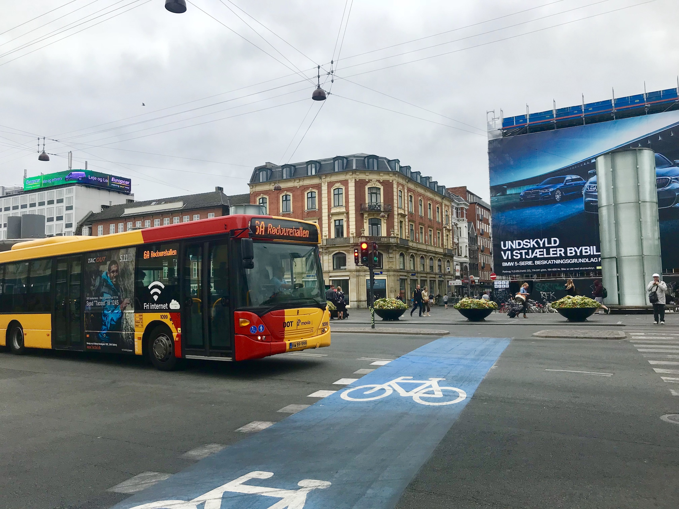 bus_crossing_cycle_lane_junction_yellow_copenhagen