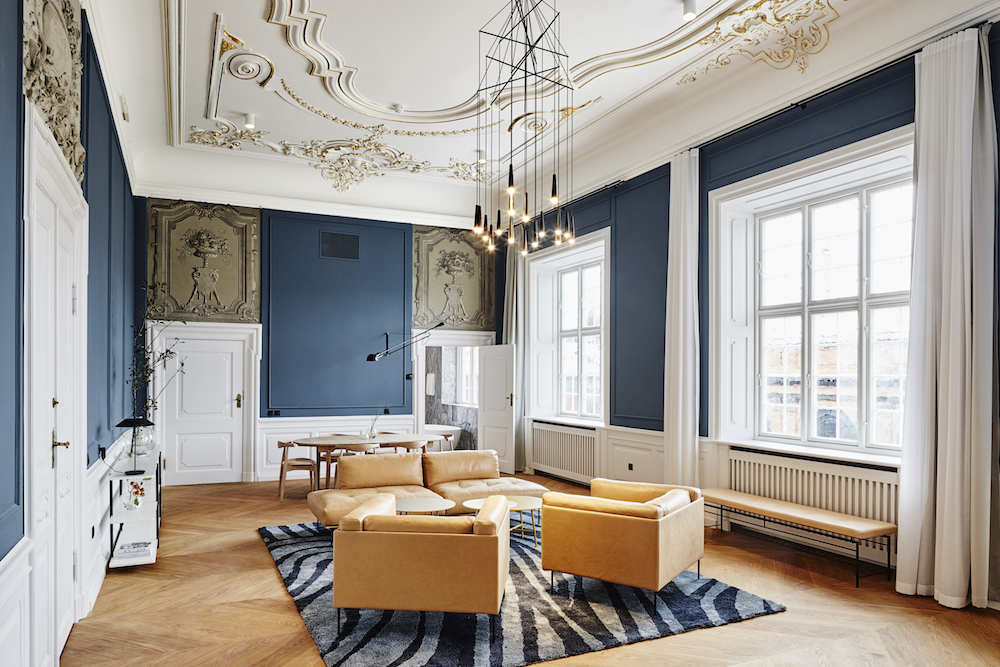 grand_suite_blue_walls_gold_cornicing_nobis_copenhagen