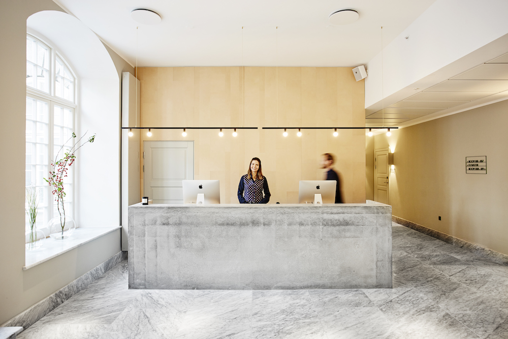 marble_reception_area_woman_receptionist_nobis_copenhagen
