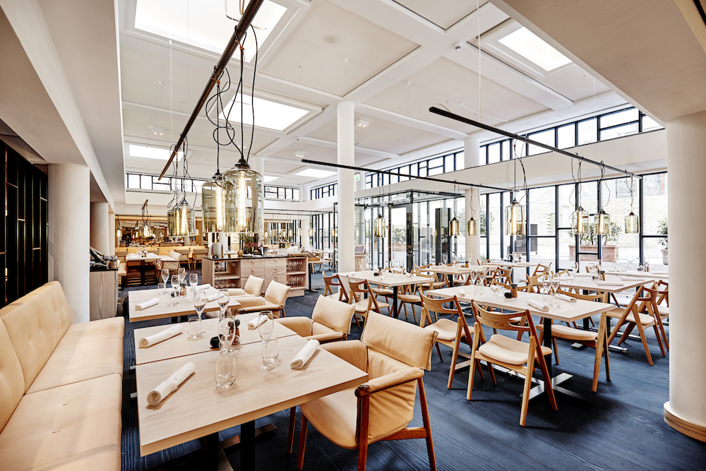 scandinavian_restaurant_pale_wood_leather_nobis_copenhagen